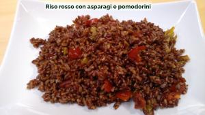 Riso rosso con asparagi e pomodorini-01