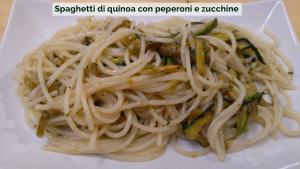 Spaghetti di quinoa con peperoni e zucchine-01